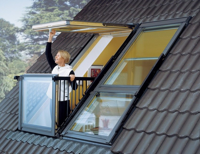 When erecting a roof, it is necessary to carefully consider the location and construction of the attic window