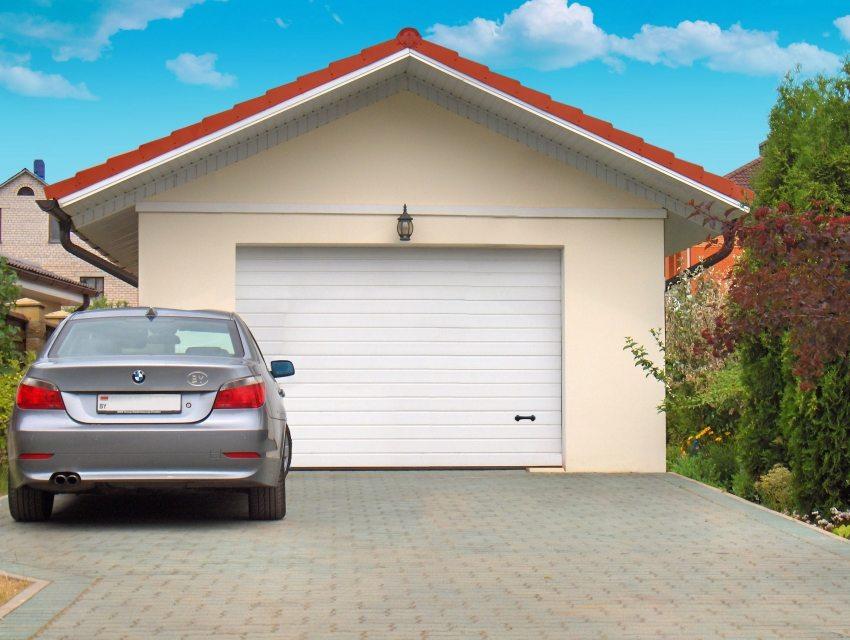 Секционные ворота – незаменимый атрибут для современного гаража