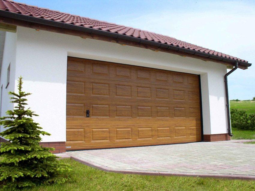 Секционные гаражные ворота Алютех