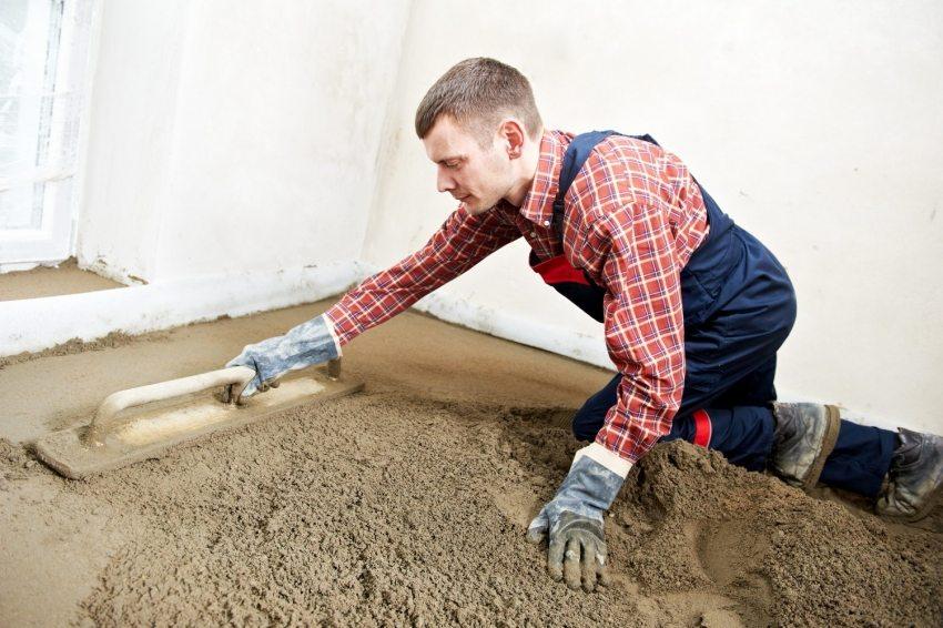 Цементно-песчаная стяжка – одно из самых популярных оснований для укладки отделочных напольных покрытий