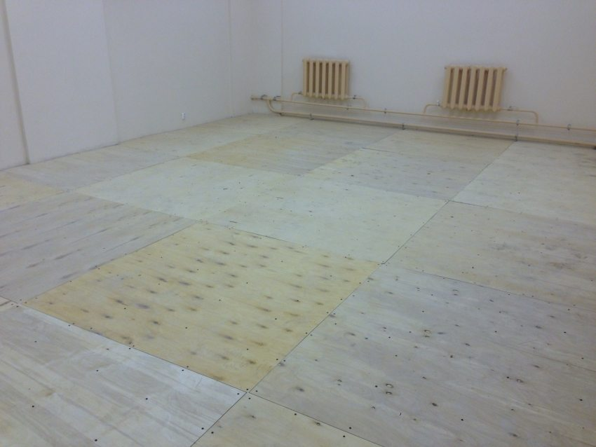Выравнивание пола под ламинат с помощью фанерных листов