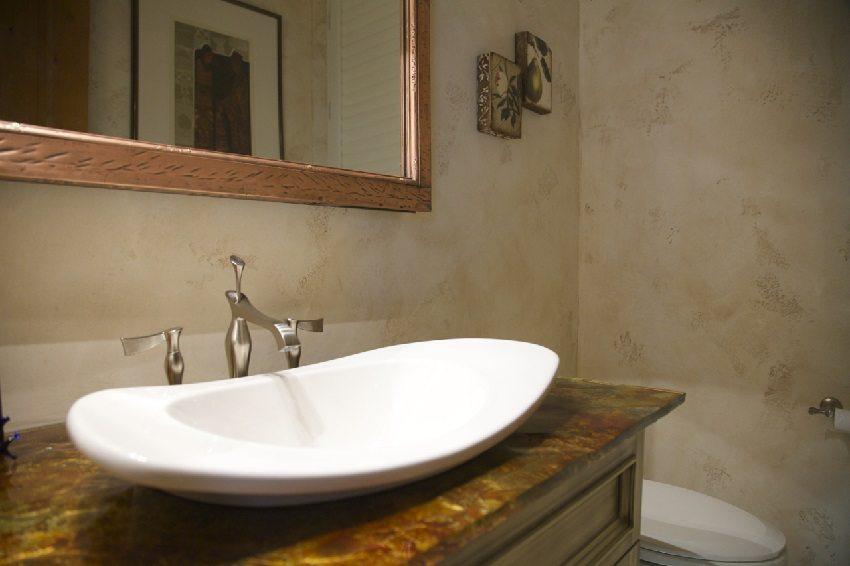 Оформление ванной комнаты с использованием штукатурной смеси
