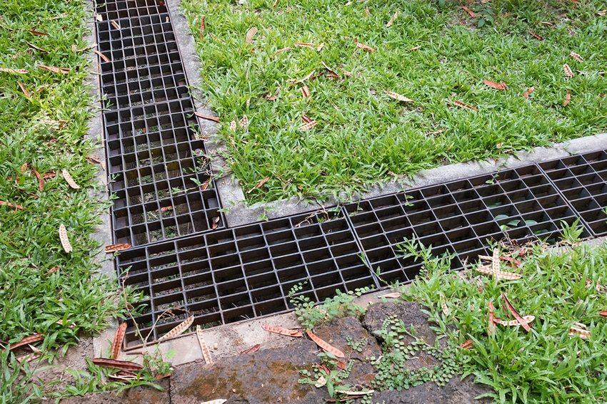 Ливневая канализация открытого типа с желобами из бетона