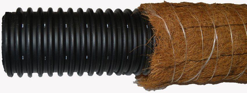 Дренажная труба с перфорацией и фильтром из кокосового волокна