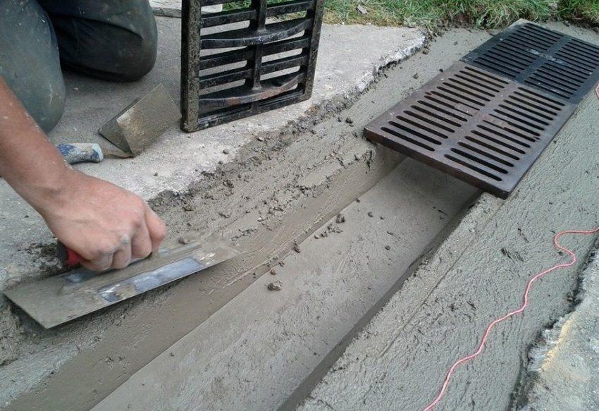 Изготовление бетонного лотка для ливневой канализации