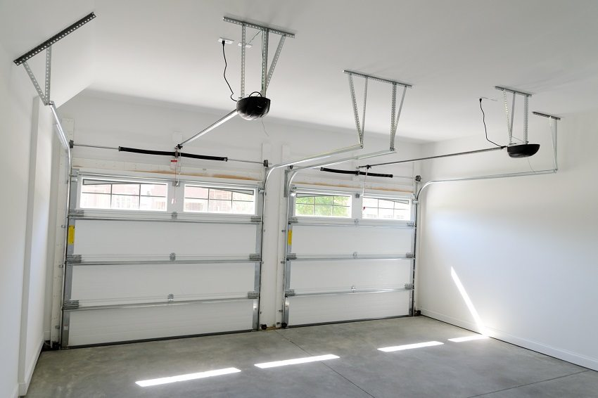 Подъемно-секционные ворота гаража на две машины