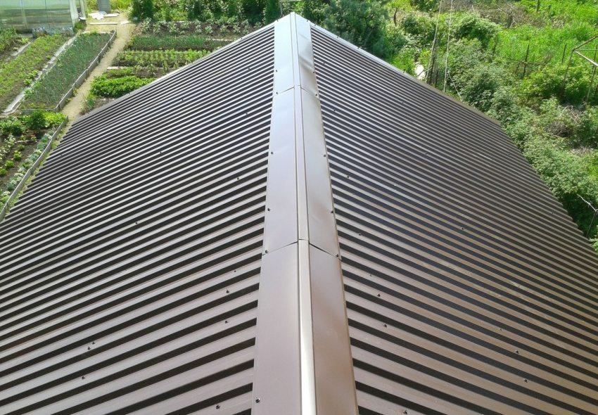 Конек на крышу – это особенно важный элемент кровли