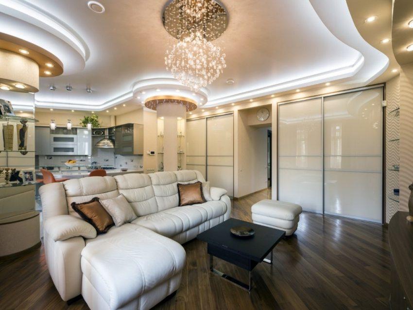 Оригинальный дизайн потолка с подсветкой из светодиодных лент