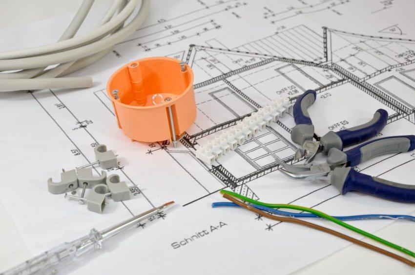 Любые работы связанные с электричеством требуют серьезного, грамотного подхода