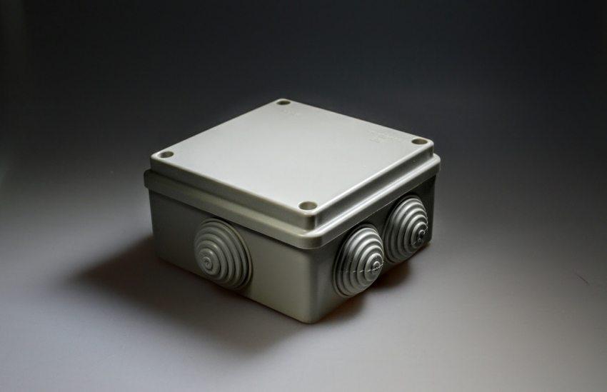 Коробка распределительная 80х80х40 мм для наружного монтажа IP55