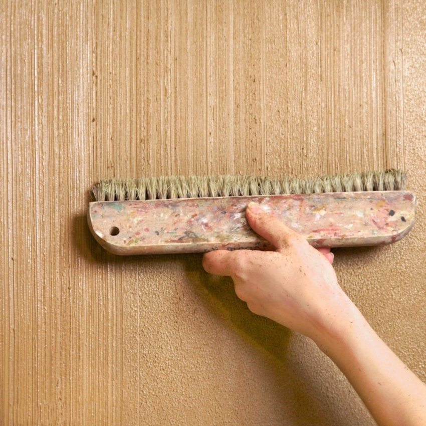 Нанесение декоративной штукатурки с помощью сложных приемов доступно только опытному мастеру