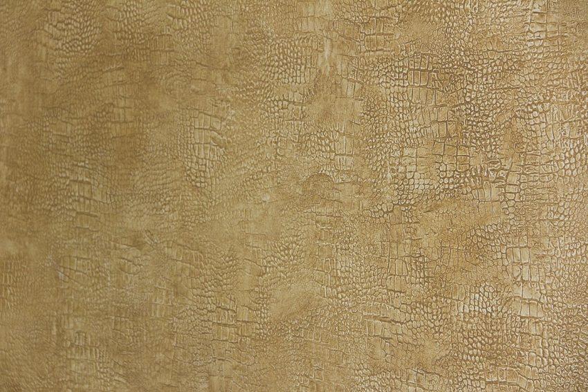 Фрагмент отделки стены с имитацией кожи крокодила