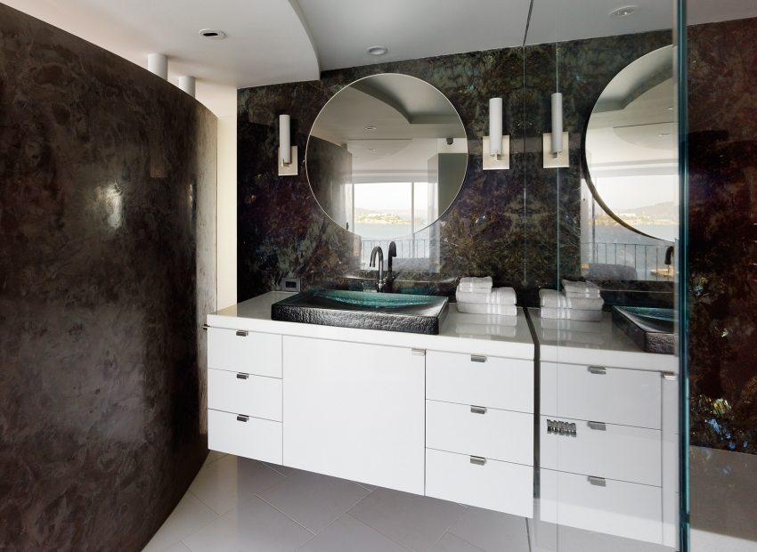 Декор ванной комнаты с эффектом пещерной стены