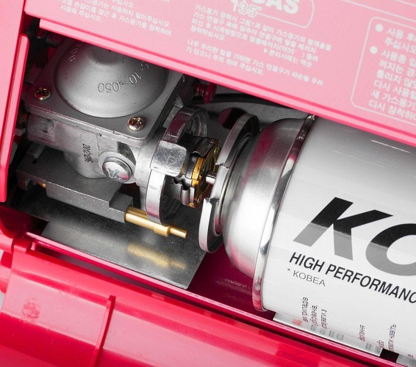 Установка баллона с газом в портативный инфракрасный обогреватель Kovea Power Sense