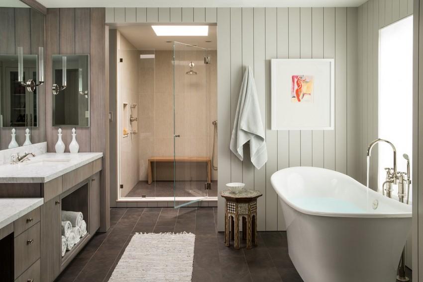 Стильная ванная комната в частном доме оформлена с помощью пластиковых панелей