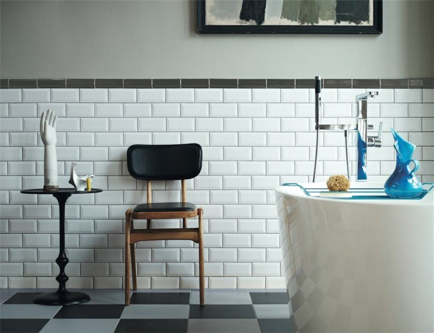 При выборе материала для отделки ванной или туалета стоит предпочесть светлые тона - такие панели смотрятся особенно выигрышно в данных помещениях
