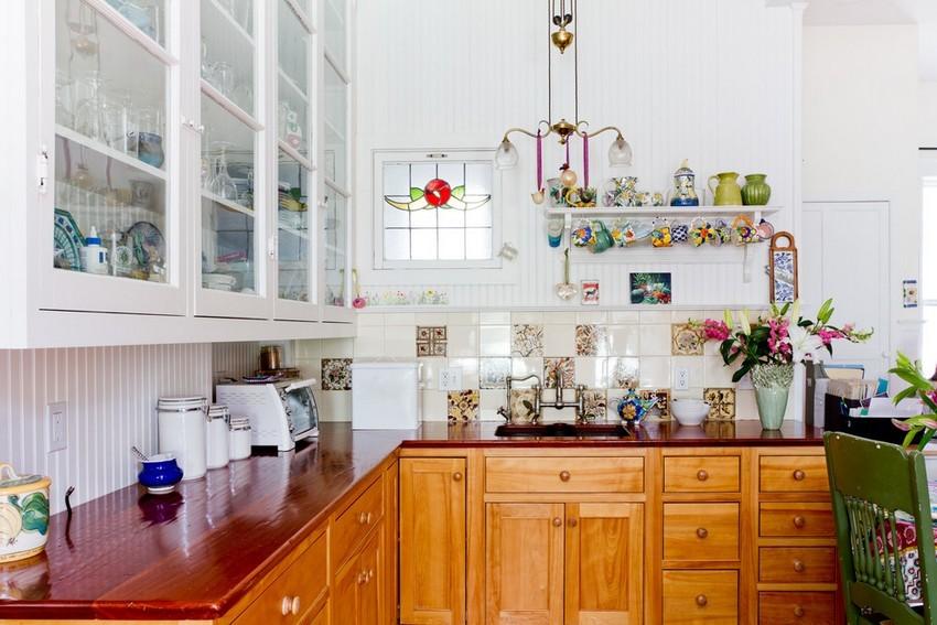 С помощью ламелей ПВХ просто и быстро можно создать красивый и функциональный фартук для стены кухни