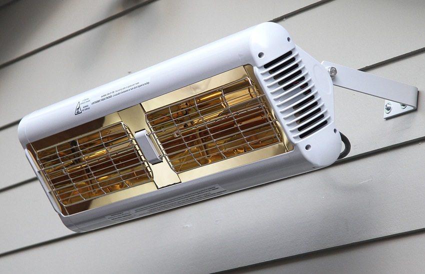 Кварцевые обогреватели инфракрасного типа можно использовать как внутри жилища, так и за его пределами, например, под навесом во дворе