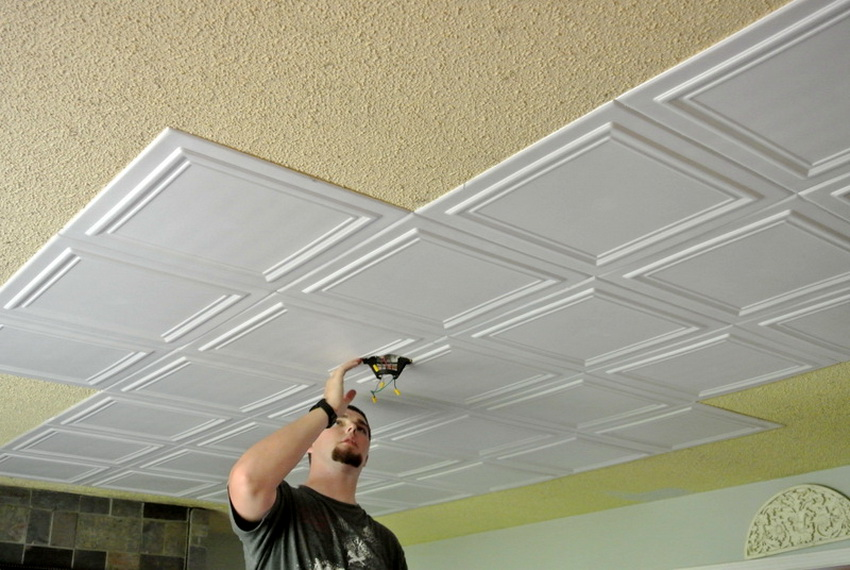 Крепление пластиковых потолочных плит