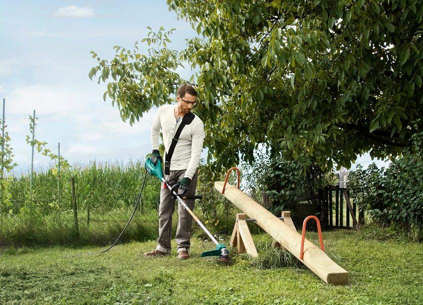 Электротриммер поможет поддерживать загородный или дачный участок в идеальном сосотоянии