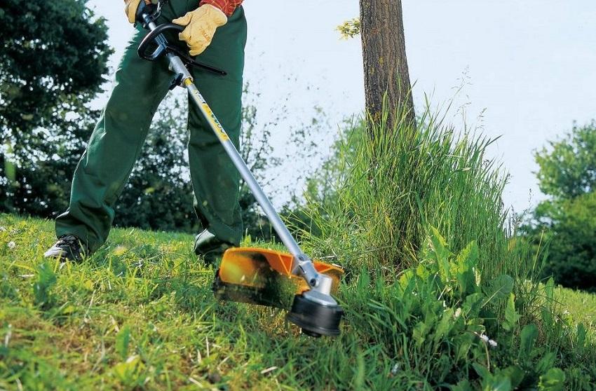 Мотокоса существенно упрощает садовые и сельскохозяйственные работы