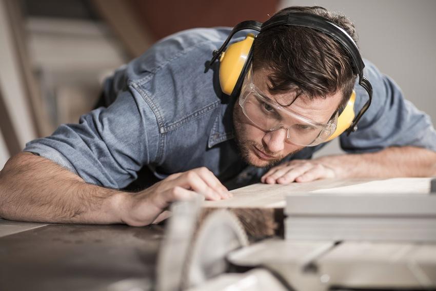 Строительство стола для ручной циркулярной пилы является важнейшим этапом создания станка