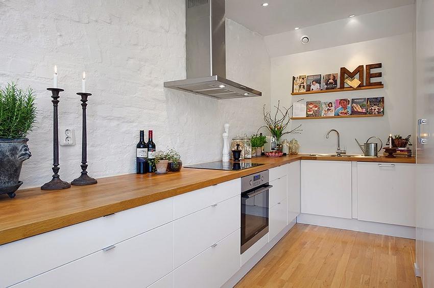 Листовые стеновые панели с имитацией каменной поверхности в оформлении кухни