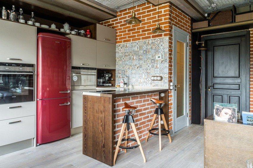 Панели ПВХ под кирпич в интерьере совмещенной кухни-гостиной