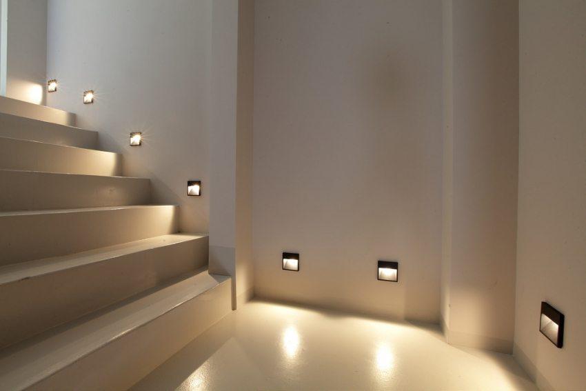 Встраиваемое LED освещение для лестницы