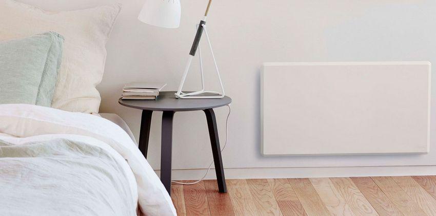 Настенные керамические обогреватели аккумулируют тепловую энергию: после ее накопления устройство отключается термостатом и постепенно отдает тепло помещению