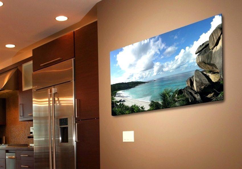 Грамотно подобранный настенный пленочный обогреватель в виде картины может стать украшением интерьера помещения