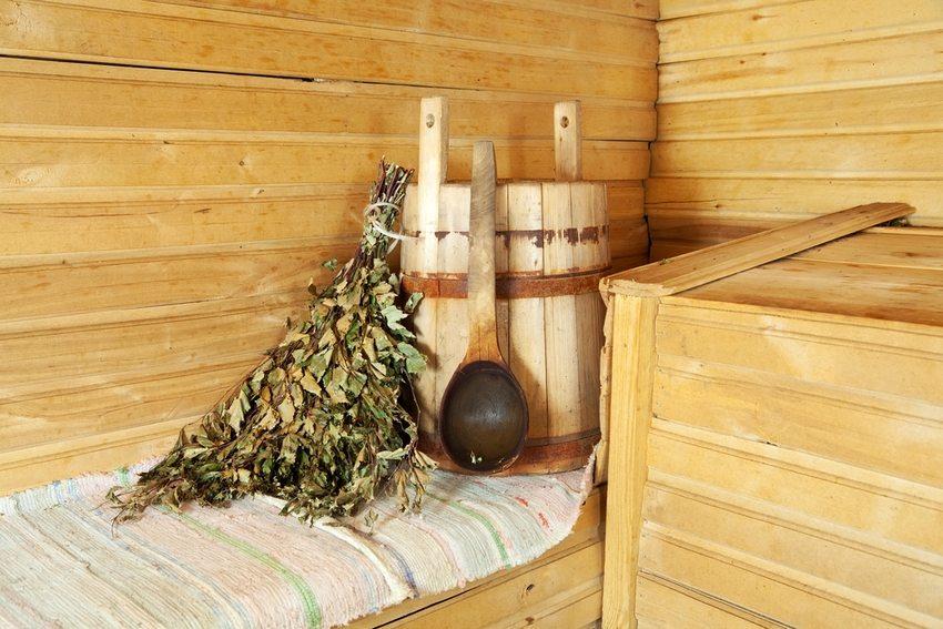 Внешнюю и внутреннюю отделку каркасной бани чаще всего выполняют при помощи вагонной доски