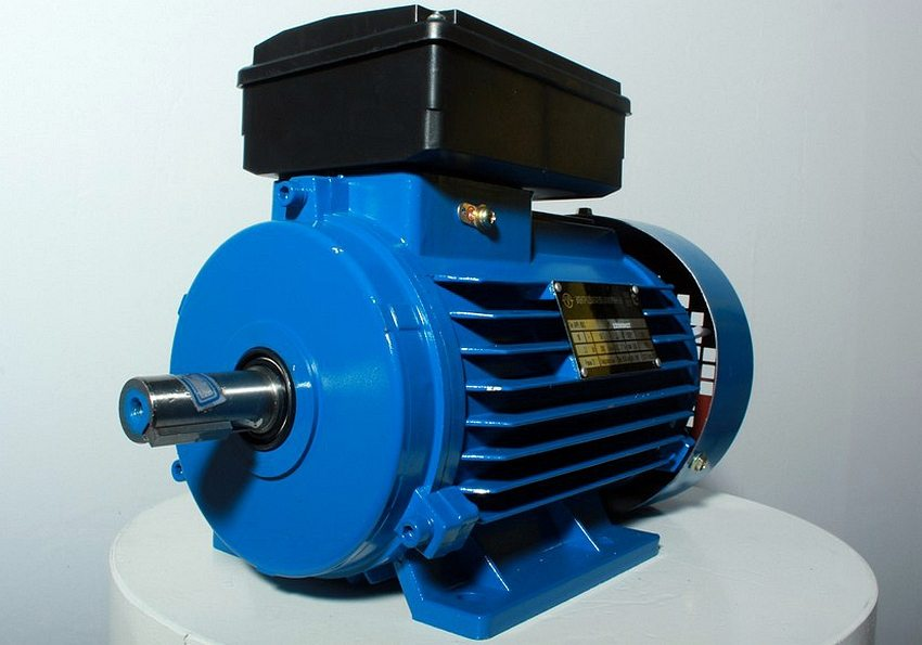 Для самодельных отрезных станков лучше использовать электродвигатели асинхронного типа