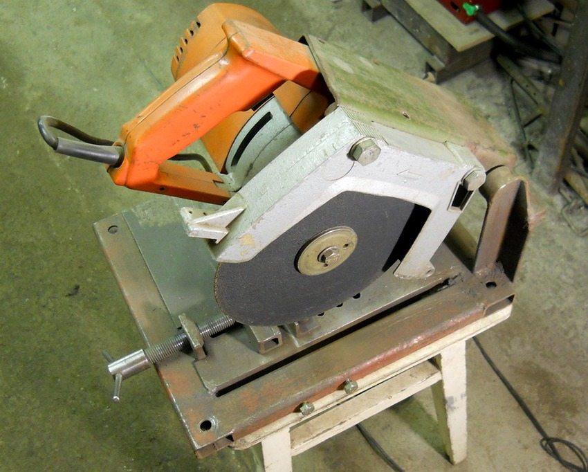 Пример отрезного станка по металлу, изготовленного своими руками