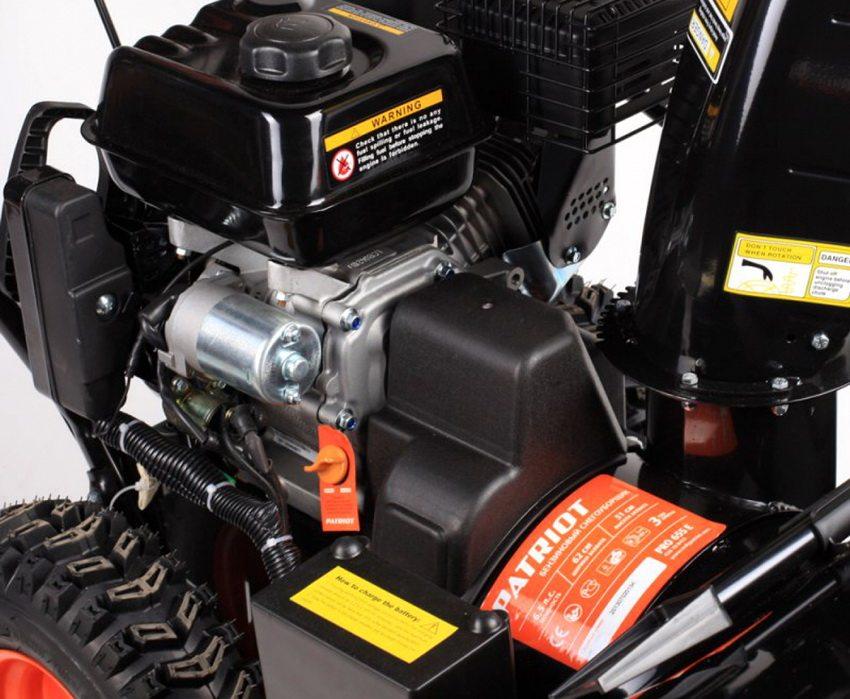 Производитель Patriot выпускает также и мощные модели на бензиновом двигателе