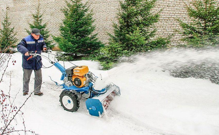 Снегоуборочную насадку на мотоблок Нева можно изготовить самостоятельно или приобрести уже готовую