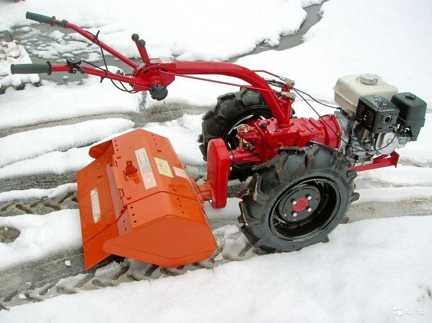 Сегодняшний рынок предлагает множество различных конструкций навесных снегоуборщиков для мотоблоков