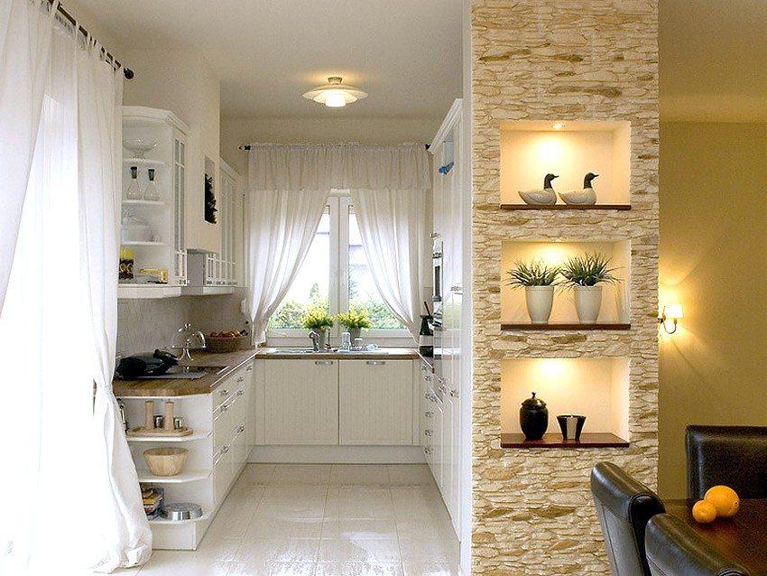 ПВХ-панели под камень для ванных комнат и кухонь обладают высокой устойчивостью к воздействию влаги