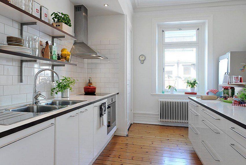 По сравнению с кафельной плиткой панели ПВХ меньше стоят и более просты в монтаже, при этом стены, покрытые этим материалом, имеют красивый внешний вид