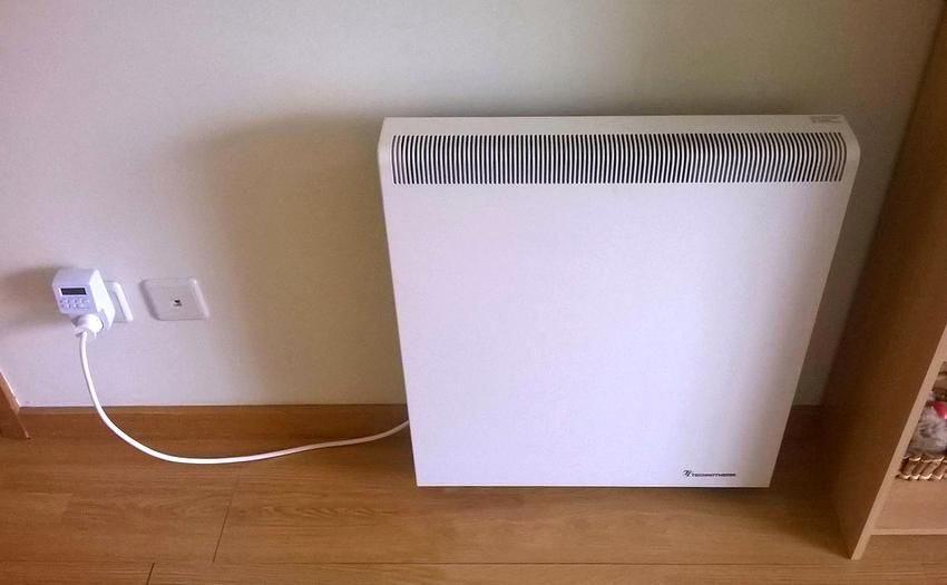 Использовать термостат для обогревательного прибора в розетку можно как в доме, так и в офисе или подсобном помещении