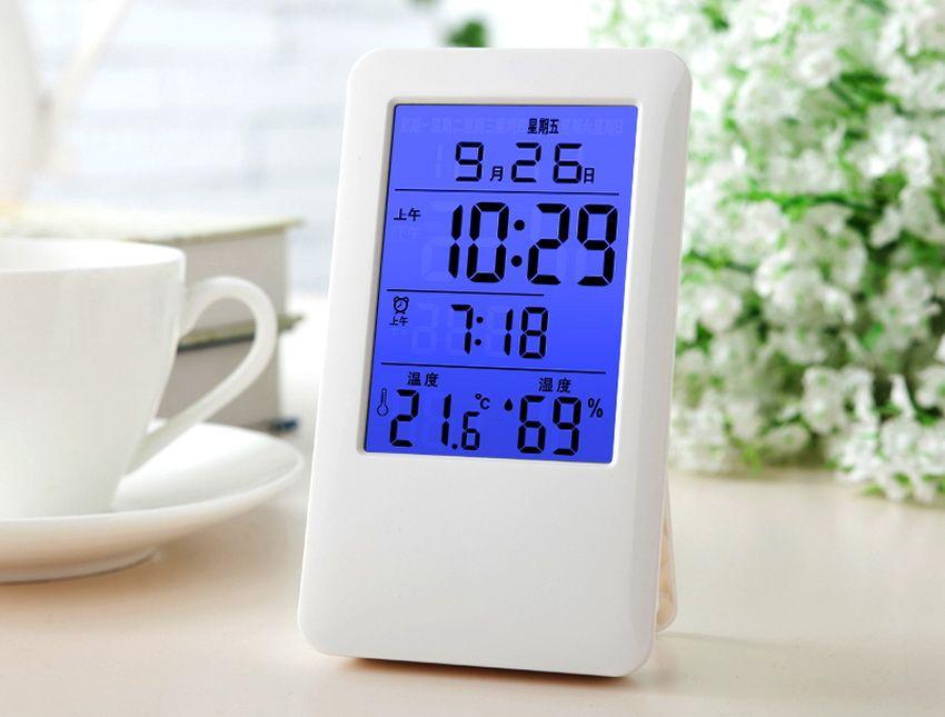 Многофункциональный электронный термометр необходим для решения многих бытовых задач
