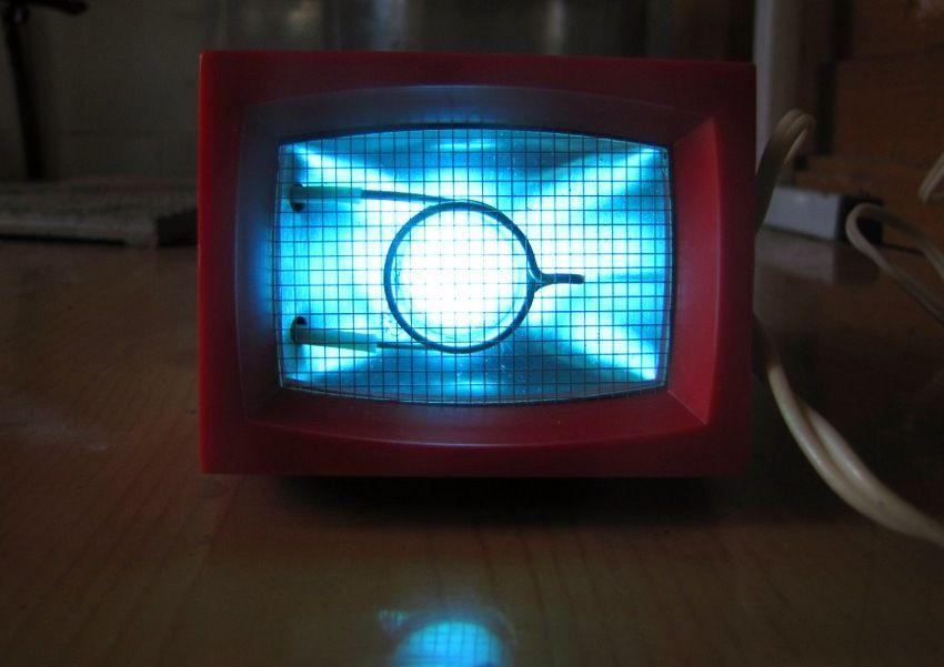 Напольные модели кварцевых ламп для дома мобильны и не занимают много места