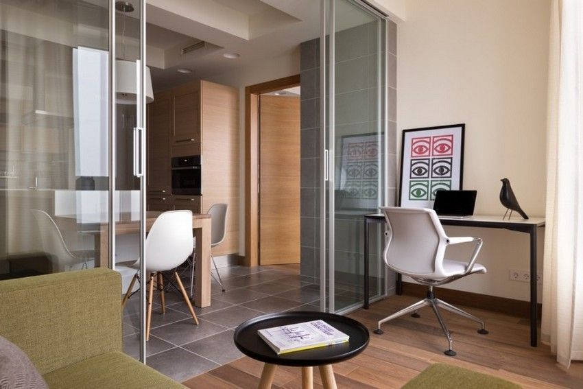 Glass partitions can be both restrained design, and decorated with various ornaments and drawings