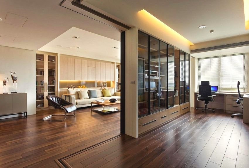 Sliding partition, effectively dividing the large space of the apartment into different in its function zones