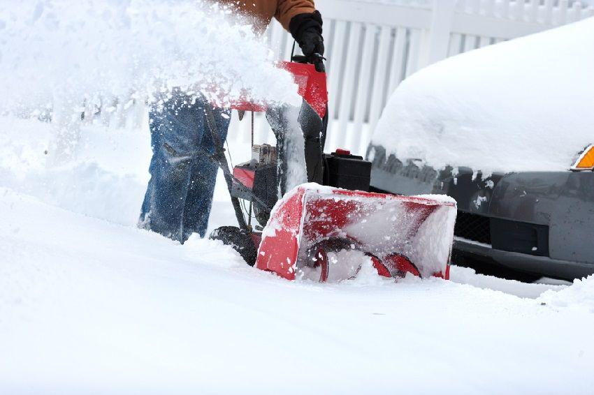 Сделать снегоуборщик своими руками несложно, и в результате можно получить хорошее устройство за относительно небольшие деньги