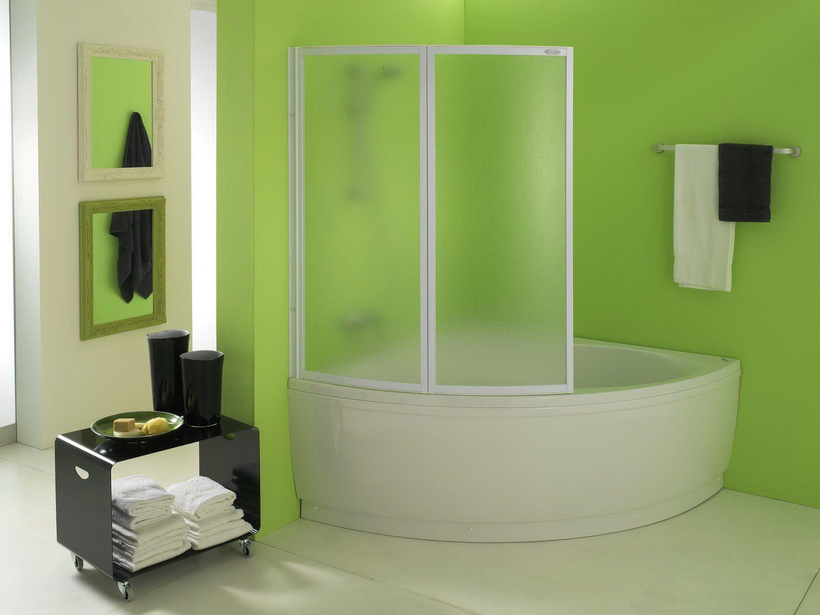 Часто специальные перегородки устанавливаются на ванную или душ