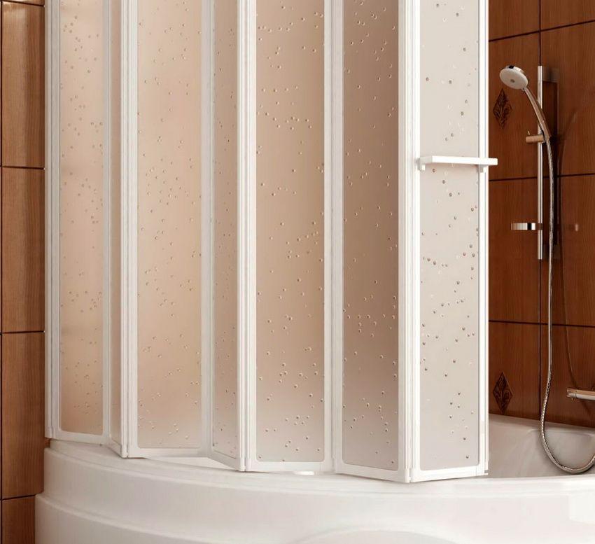 Перегородки для ванной бывают различных конструкций: движущиеся и фиксированные