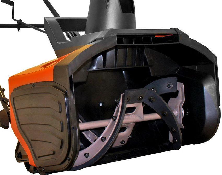 Снегоуборщик Daewoo Dast 3000E оснащен прорезиненным шнеком