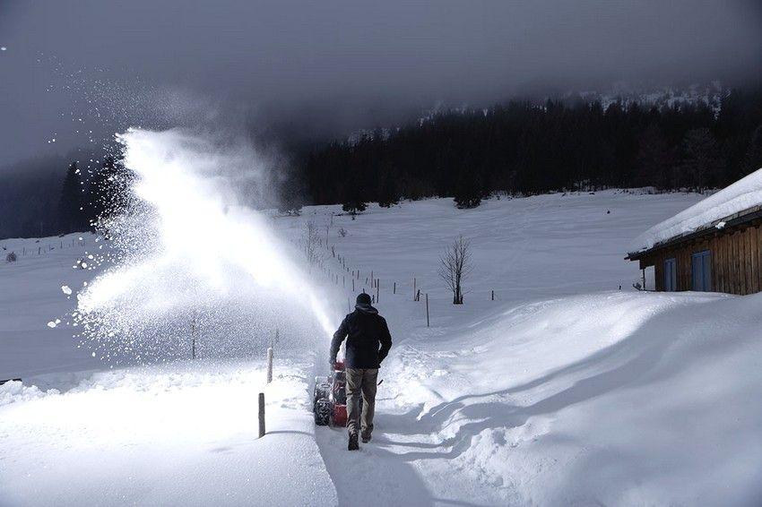 Качественную и эффективную модель можно приобрести в любом ценовом сегменте рынка снегоуборочной техники