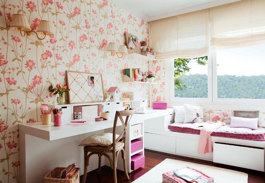 Дизайн комнаты девочки выдержан в кремово-розовых тонах